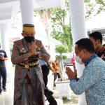 Kapolres Sinjai Dampingi Bupati Sambut Kedatangan Wakil Gubernur Sulsel