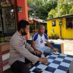 Kanit Binmas Polsek Sinjai Barat Sambangi Tokoh Masyarakat Sampaikan Pesan Pesan Kamtibmas